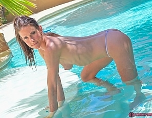 SofieMarieXXX/WW Wet Daisy II Pool