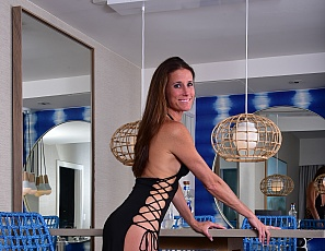 SofieMarieXXX/black_gown_and_stockings_miami
