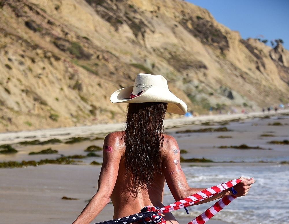SofieMarieXXX/flag_scarf_blacks_beach_part_2
